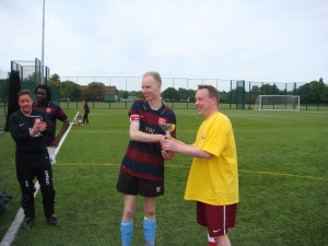Tom reluctantly hands over the trophy!